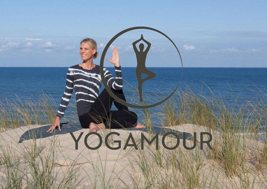 Yogamour Bärbel am Strand