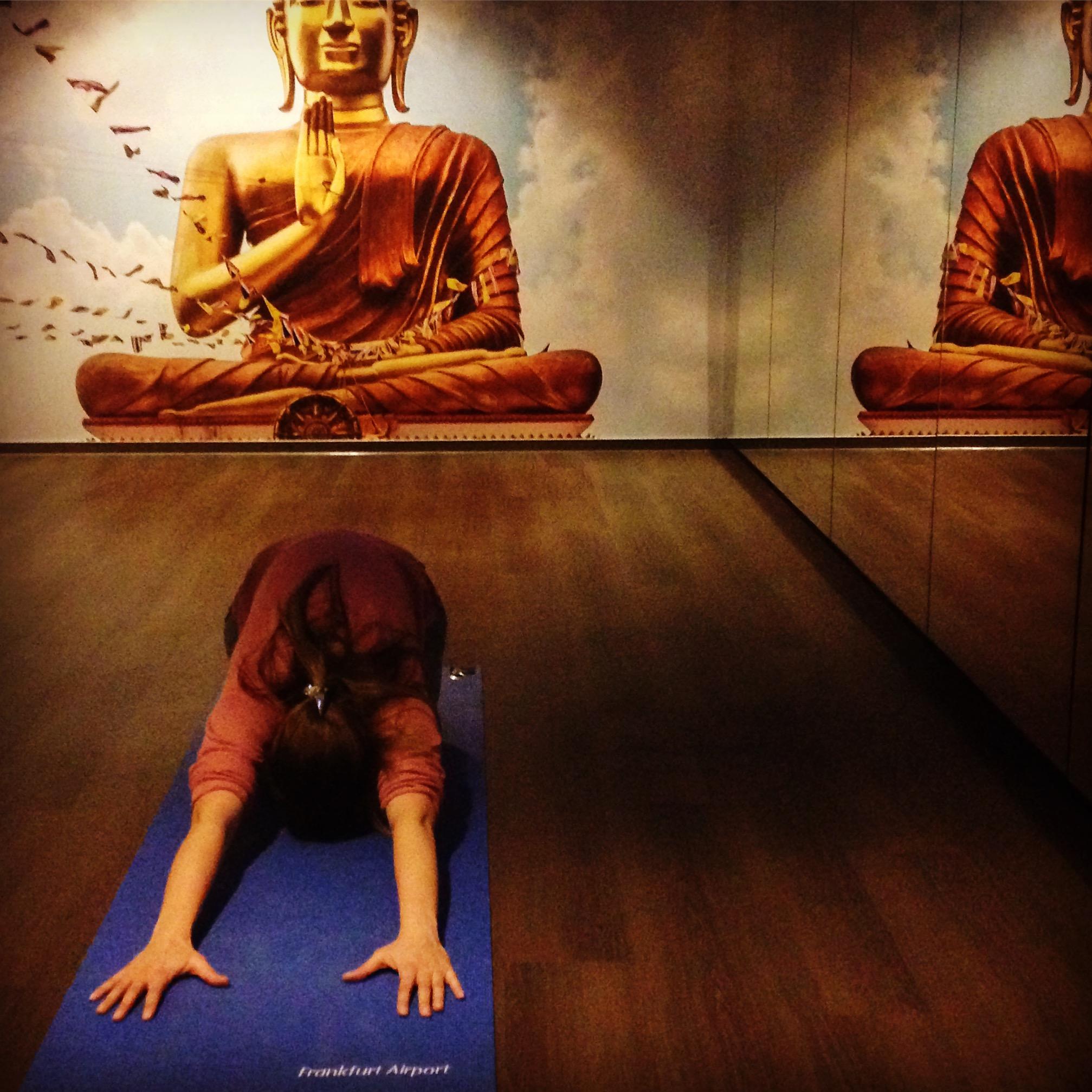 Im Yoga-Raum am Frankfurt Airport
